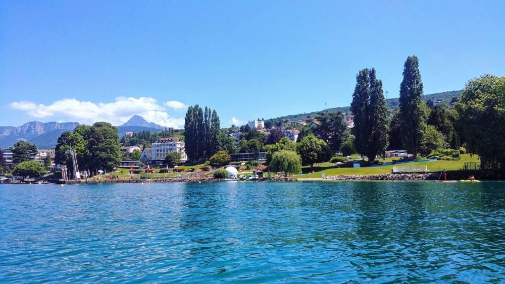 piscine Evian vue du lac