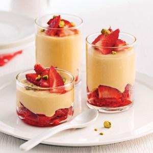 Dessert maison: Mousse légère au sirop d'érable et fraises de la Drôme