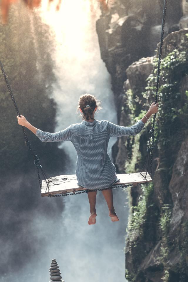 a sbalzo sulla cascata