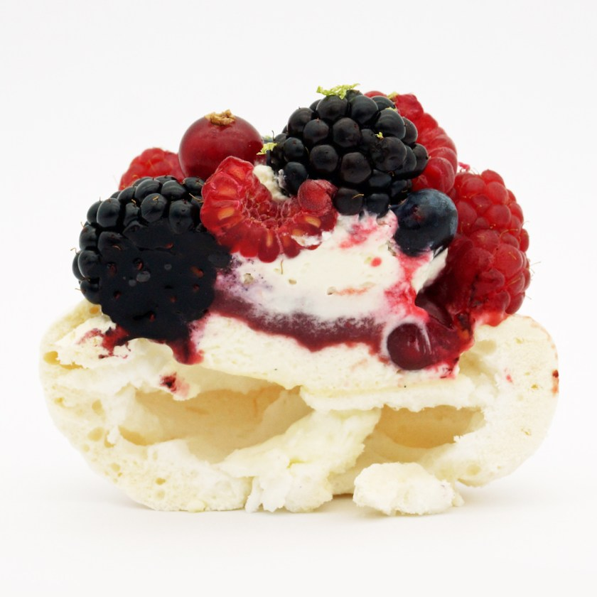 pavlova fruits rouges le boulanger de la tour