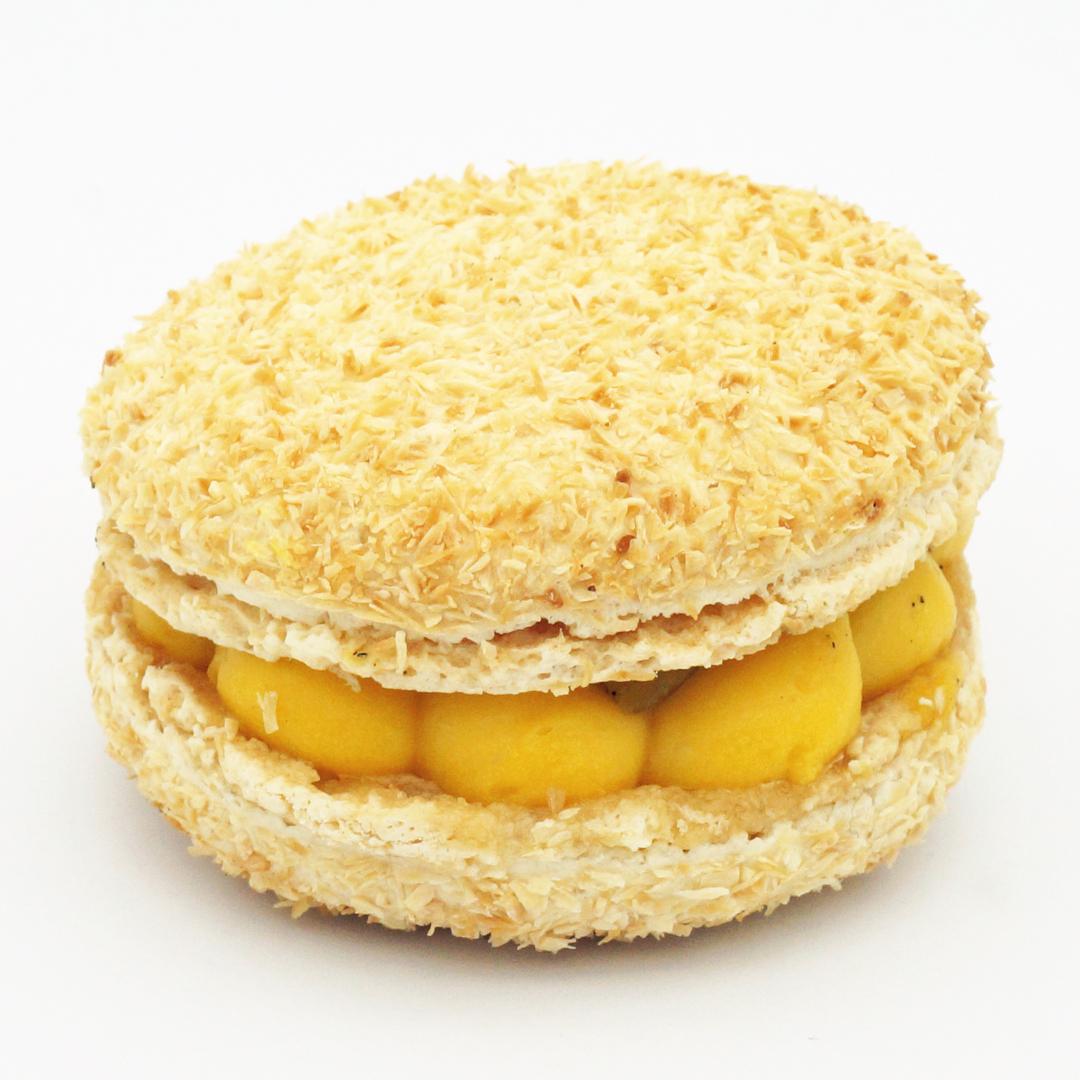 Macaron Coco Passion Ananas par Gontran Cherrier