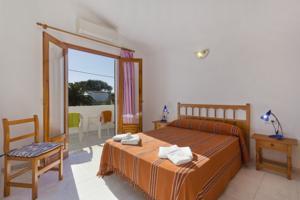 Apartamento Las Palmeras In Cala Blanca Spain Lets Book Hotel