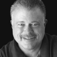 A headshot of Career Thinker founder Tom Powner, who gave us these 3 great tips on growing your LinkedIn network.