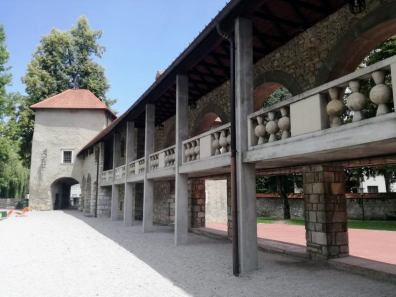 Two of castle's towers are linked together with a passage.