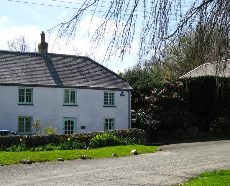 Cute Blue Cottage Grampound Cornwall