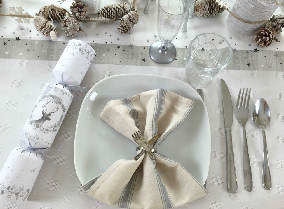 Christmas table setting tablescapes