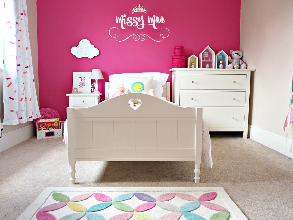 A very bright big girl bedroom tour