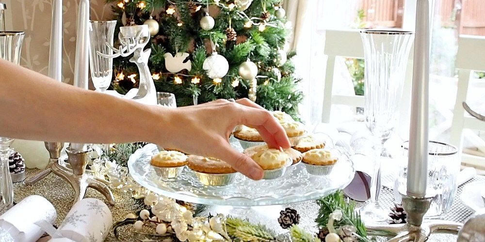 """Christmas """"Winter"""" Tablescape"""