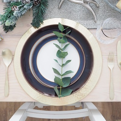 Setting a Rustic Christmas Tablescape