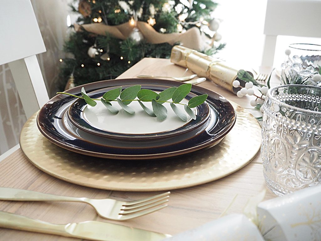 Setting a Christmas Tablescape table settings holidays