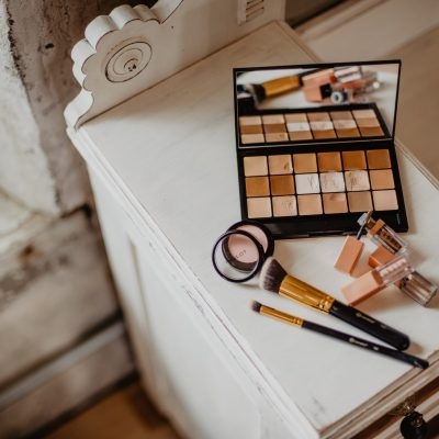 5 Beauty Essentials for the Perfect Vanity