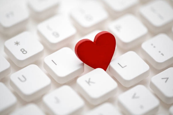 Smart Ways to Make Office Romance Work