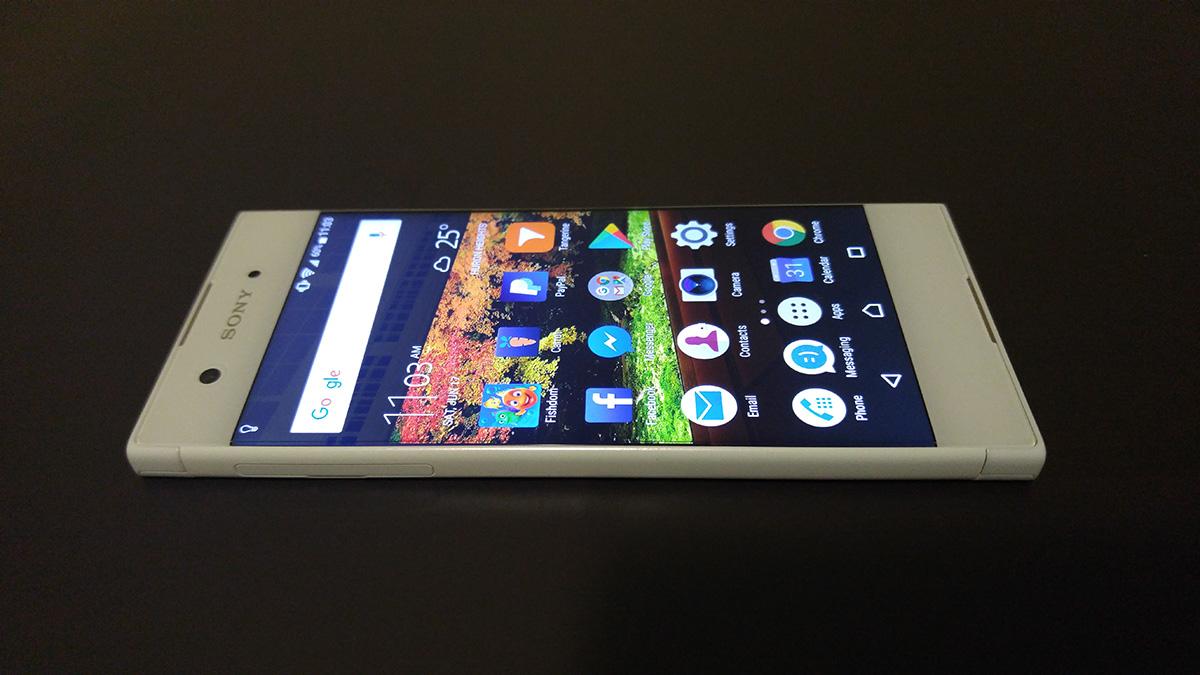 Sony Xperia XA1 review design angle 03