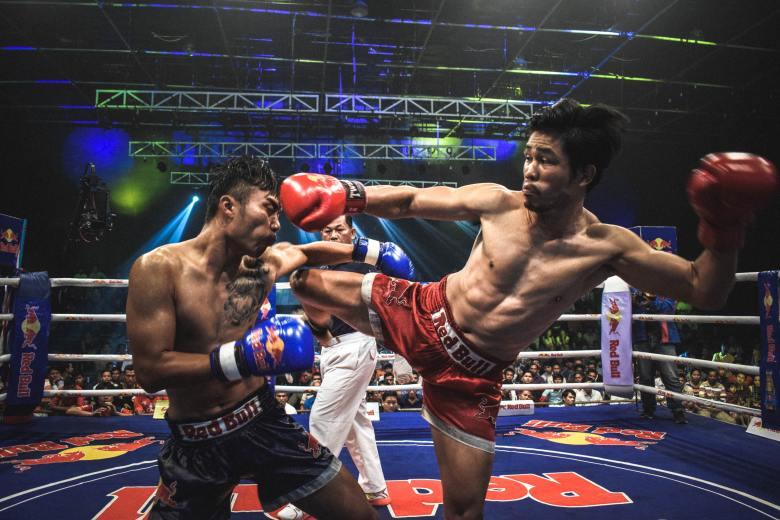 watch a Muay Thai kickboxing fight