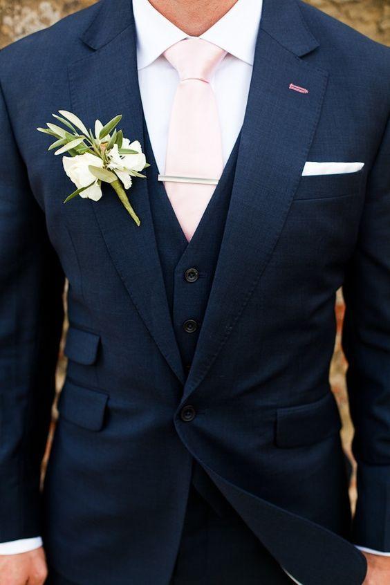 granatowy garnitur ślubny