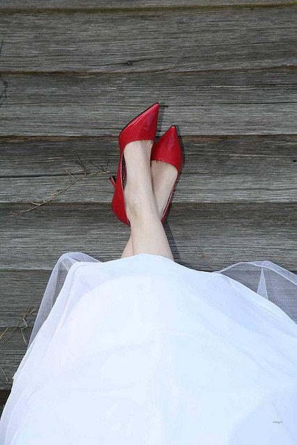 czerwone buty ślubne