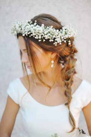 wianek ślubny z białej gipsówki