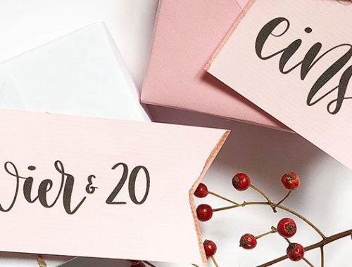 Adventskalender Zahlen DIY auf rosa Papier