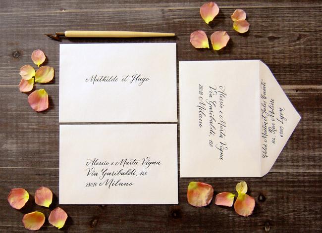 Enveloppes en calligraphie | Idées pour un mariage original