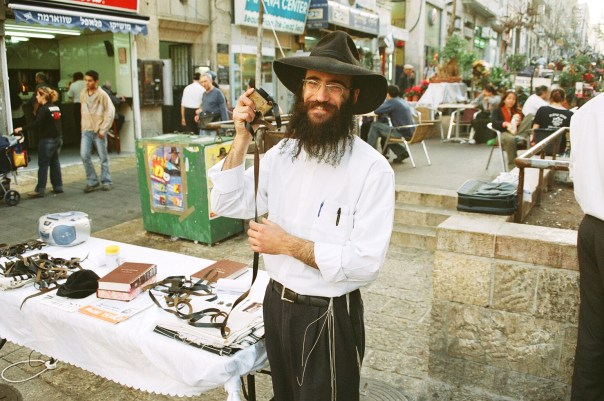 """My dear Jew! Have you put on tefillin today?"" ""Israel 3 009.Religious Jew on a Daily-Market"" by Daniel Maleck Lewy - Own work. Licensed under CC BY-SA 3.0 via Commons."