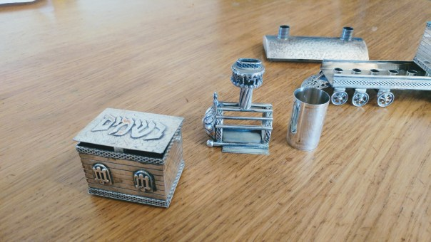 "photo of the havdalah set, made up of the front part of the engine and one of the ""cars"""