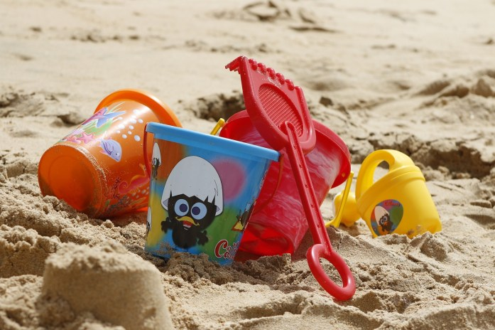 German parenting on the beach: bring your own toys