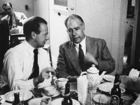 Si narra che, nel 1941 in una Danimarca occupata dai nazisti, Heisemberg chiese e Bohr di poterlo incontrare a casa sua. Lui accettò, visto che era stato il suo insegnante e lui era uno dei suoi allievi prediletti. L'incontro ci fu, ma nessuno ha mai capito che cosa Heisemberg volesse da Bohr e quali sarebbero state le implicazioni se questo incontro avesse avuto un'altra fine.