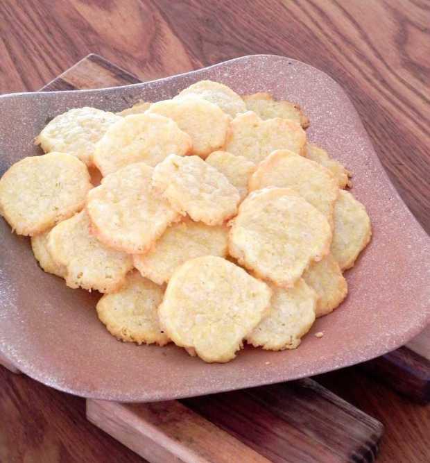 cornmeal cheddar cheese coins