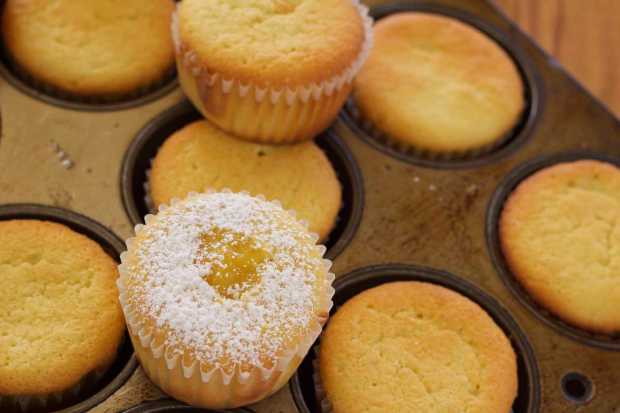 cupcake with Honey Lemon Curd