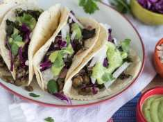 Spicy Greens and Lentil Tacos with Guacamole Sauce (vegan)