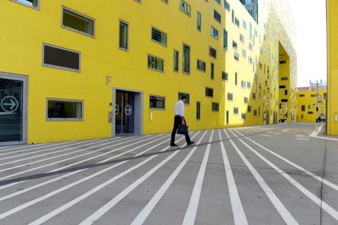 La Cité des affaires à Saint-Étienne, sur l'ilôt Grüner dans le quartier de Châteaucreux, est un ensemble d'immeubles de bureaux conçu par Manuelle Gautrand en 2010. //©Laurent CERINO/REA