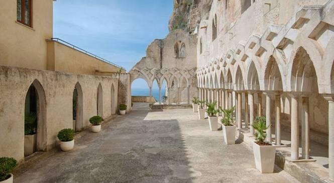 Ti piacerebbe dormire in un convento o in una centrale elettrica?