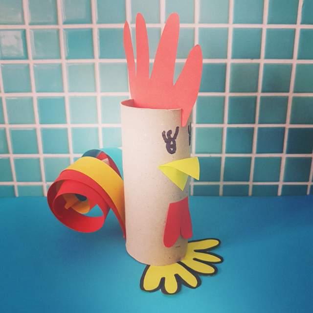 Knutselen voor Pasen: de leukste ideeën. Haan wc rollen. Rooster crafts