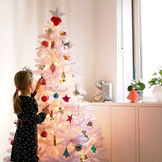 Ideeën voor een kindvriendelijke kerstboom, ook duurzame keuzes, voor baby, peuter, kleuter en oudere kinderen -
