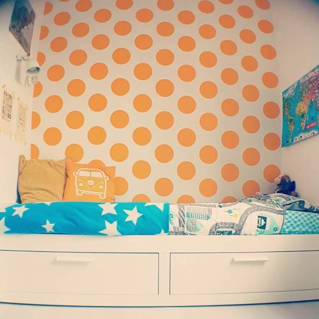 Behang en muurstickers: de leukste keuzes voor de kinderkamer - Room Seven Yellow dots oker geel