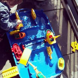 Verjaardagscadeau voor kids van 1 jaar: leuke cadeau tips voor een baby - aquaplay waterbaan
