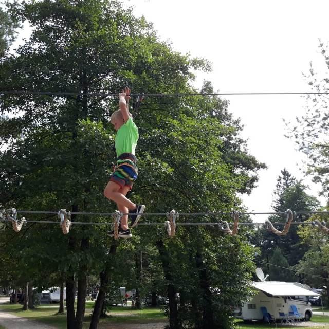 Vakantie in Slovenië met kids, Outdoor Paradijs! touwparcours Camping Kamp Menina