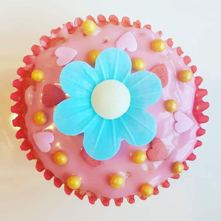Bloemen knutselen en knutselen met bloemen - cupcakes met bloemen versieren