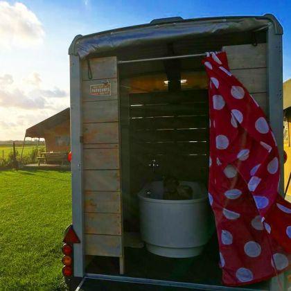 Farmcamps Fleur Stables badtrailer kamperen op de boerderij