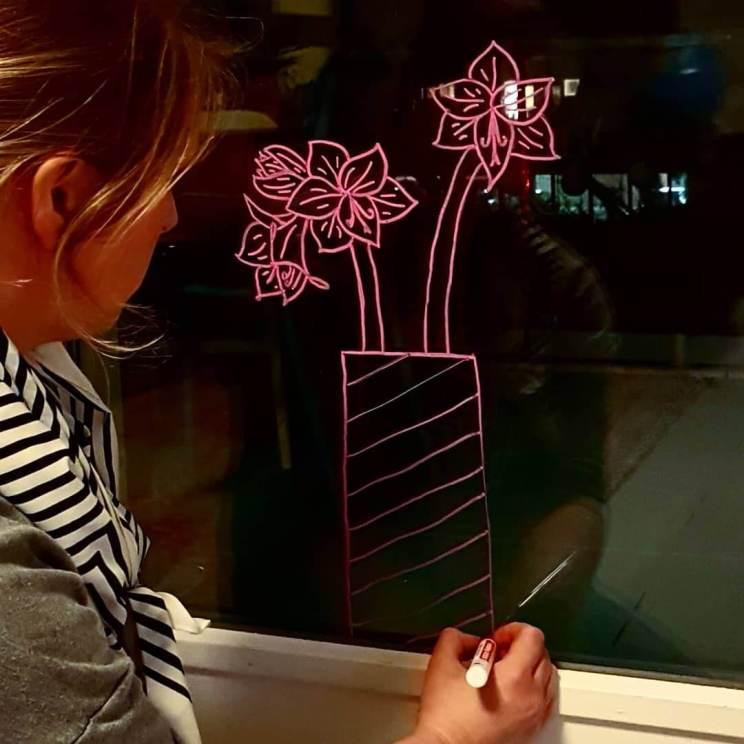krijtstift op raam