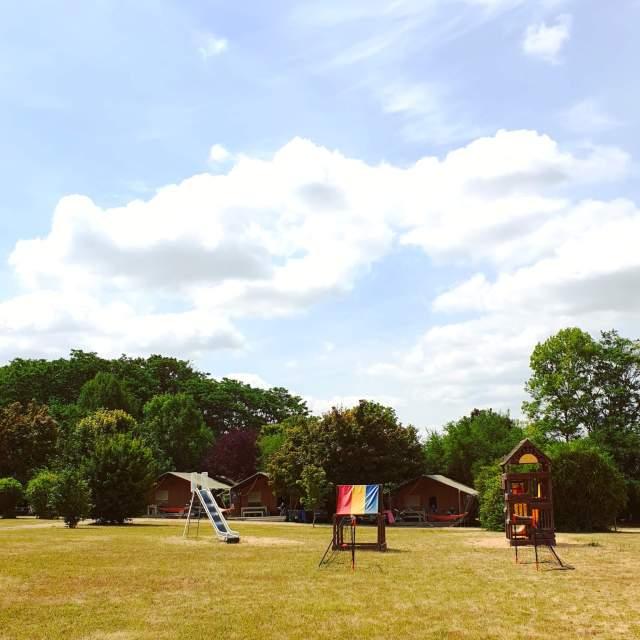 speeltuin op het veld van Le Petit Trianon de Saint Ustre