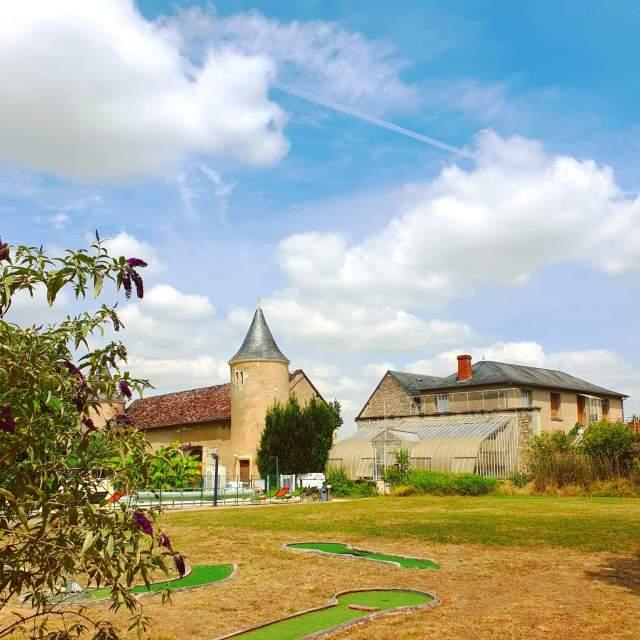 oude kasteel en orangerie Le Petit Trianon de Saint Ustre