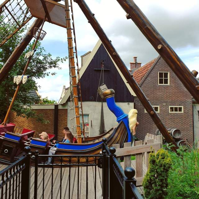 Schommelschip d'Avontuur in Sprookjeswonderland