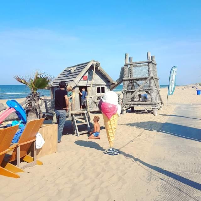 strand Castricum met Deining aan Zee