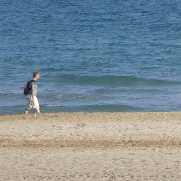 Klaudia watet durchs Meer