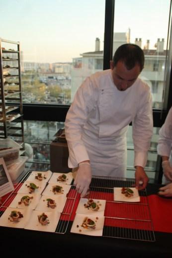 Jérome Roy, Le Couvent des Minimes & Spa, à Manes. Au menu, Selle d'agneau rôtie, encornets grillés, artichauts et condiments manarins, vinaigrette crustacée