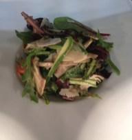 Méli-mélo de légumes crus de saison en salade, Grana Padano en copeaux