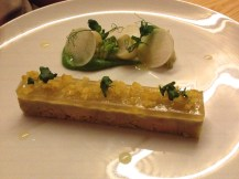 En entrée, terrine de foie gras au citron bergamote, navets et choux Romanesco