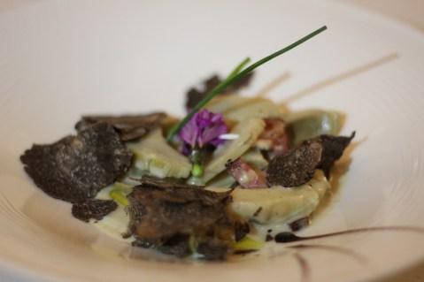 Emincé d'artichaut tiède, lard paysan rôti, crème à la truffe