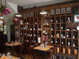 Une soixantaine de références de vins.